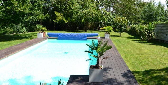 Chăm sóc khu vườn của bạn và hồ bơi trong thời tiết nóng.