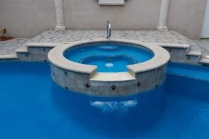 Thời tiết ảnh hưởng đến chất lượng nước trong bể bơi của bạn như thế nào?